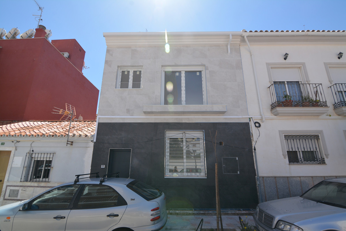 Beautiful townhouse in THIRD  LINE BEACH WITH SEA VIEWS. IT WILL BE HANDED TOTALLY FINISHED  It is a, Spain