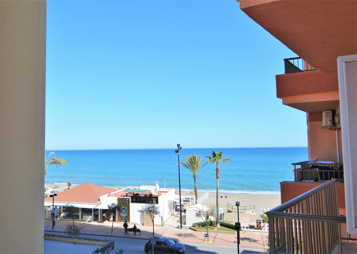 We present you this charming studio, on the beachfront in the heart of Fuengirola.  It is located in, Spain