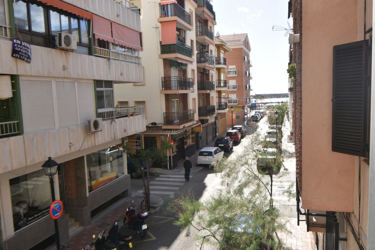 Two bedroom apartment, bathroom, fully furnished kitchen, large living room, covered terrace. A few , Spain