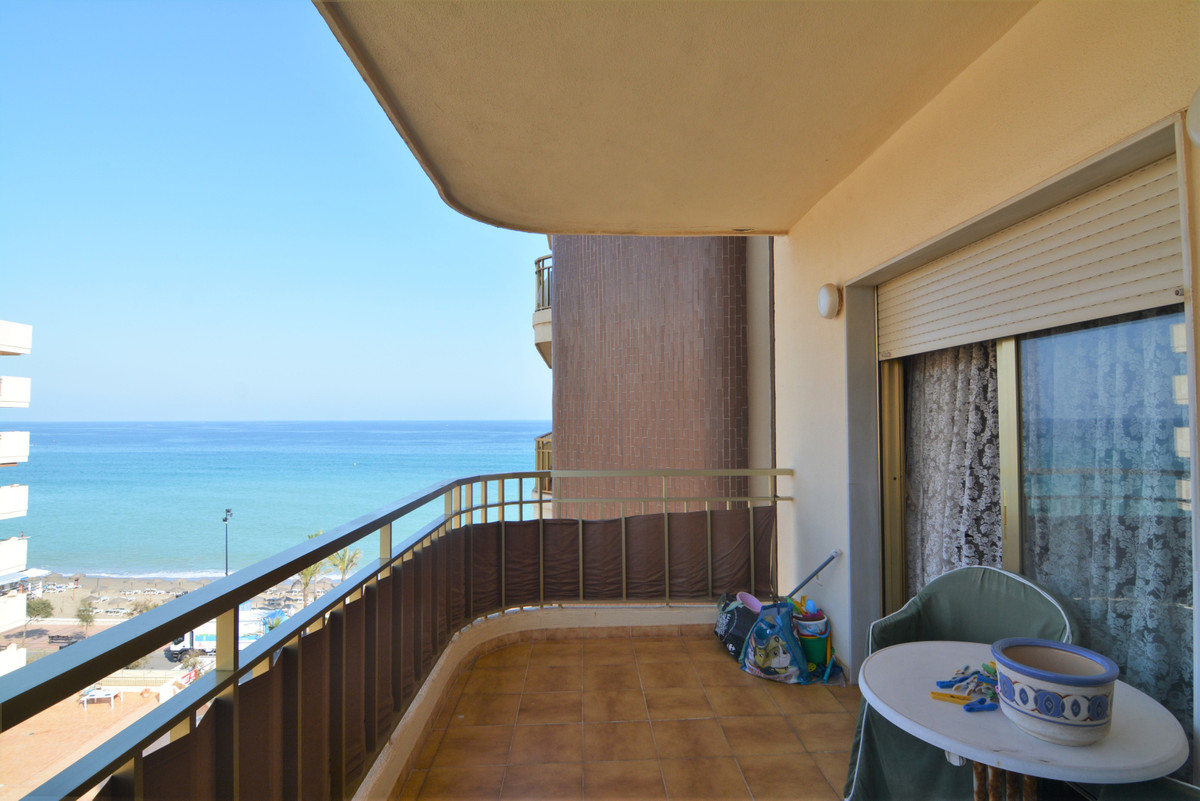 Beautiful apartment in the famous urbanization of Parque Dona Sofia, on the beachfront of Fuengirola, Spain