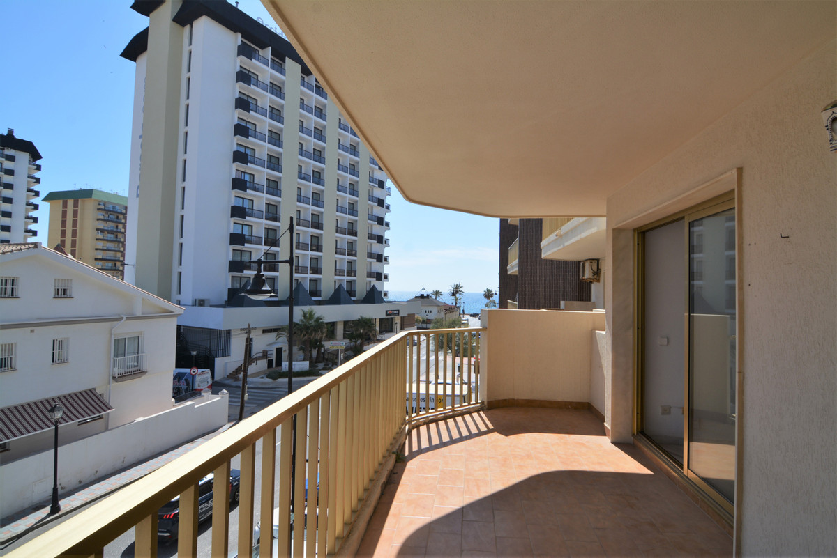 Middle Floor Apartment for sale in Fuengirola R3866164