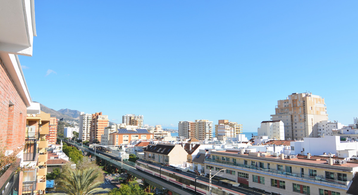 Beautiful apartment for sale in the center of Los Boliches unbeatable area.  The floors are located , Spain