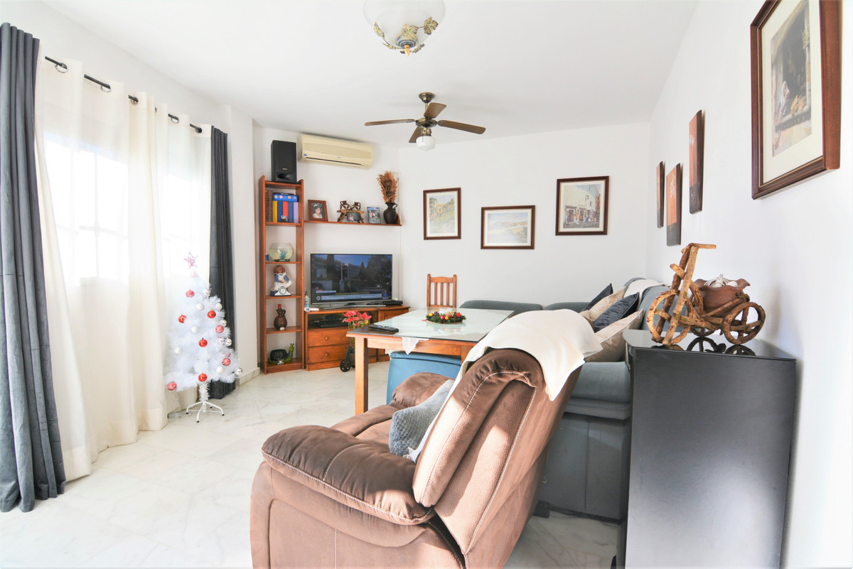 Charming ground floor apartment in Los Pacos   2 bedrooms and 2 bathroom apartment in Los Pacos. It ,Spain