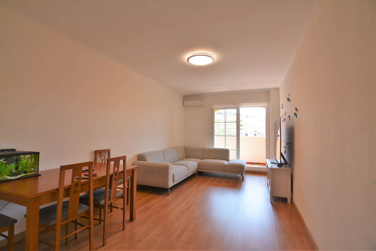 Middle Floor Apartment for sale in Los Pacos R3646961
