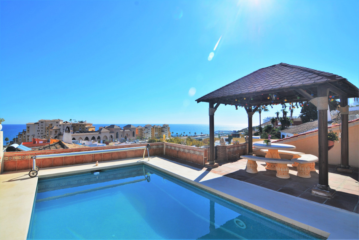 Detached villa in the city of Fuengirola with incredible panoramic views of the sea and the city!  T,Spain