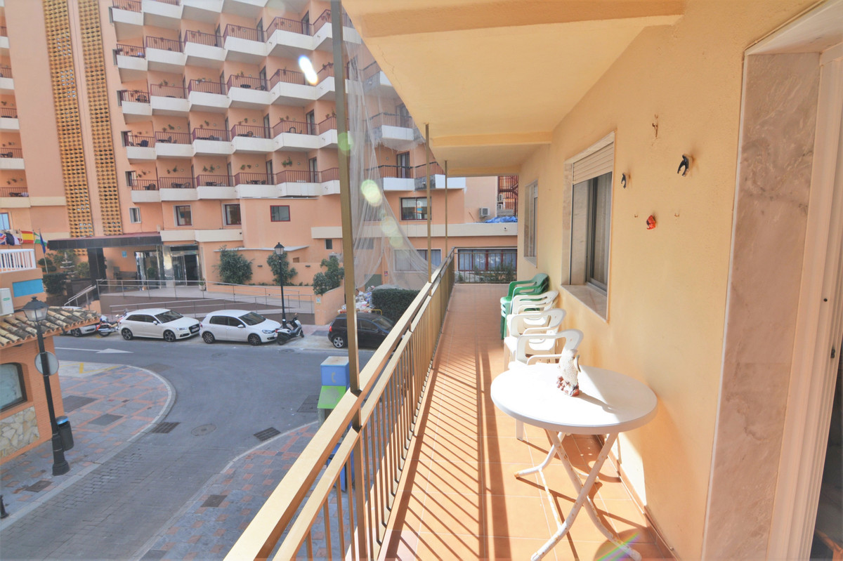 Middle Floor Apartment for sale in Fuengirola R3619571