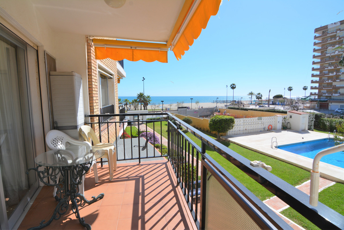 Cozy apartment on the beachfront with beautiful sea views.  The apartment is in a beautiful complex , Spain