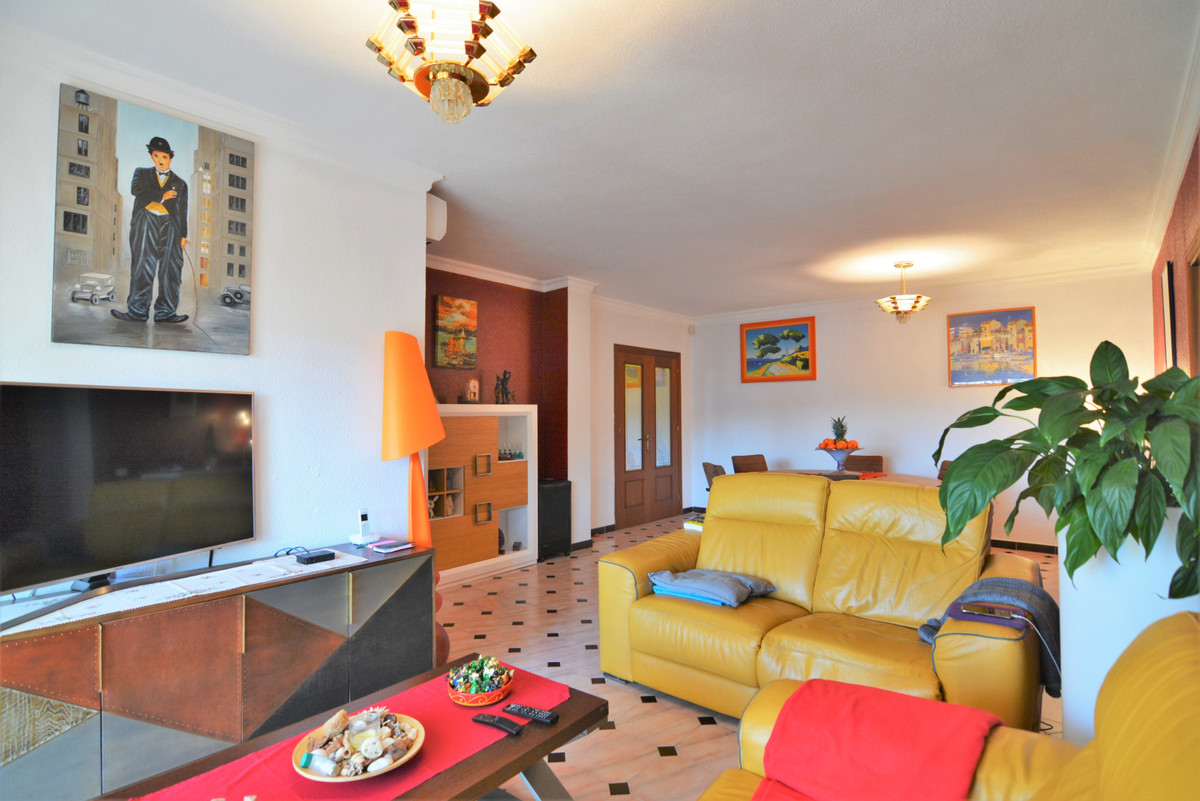 We present you this beautiful apartment in the heart of Fuengirola, at the beginning of Los Boliches,Spain