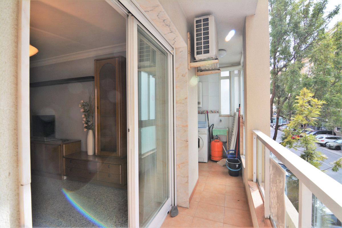 Middle Floor Apartment for sale in Fuengirola R3805123