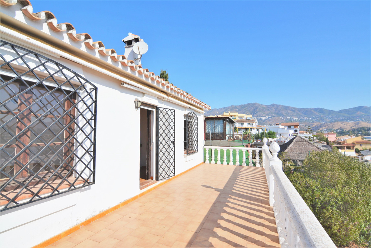 Independent villa in El Coto, unbeatable area near all kinds of amenities, near the center of Fuengi, Spain
