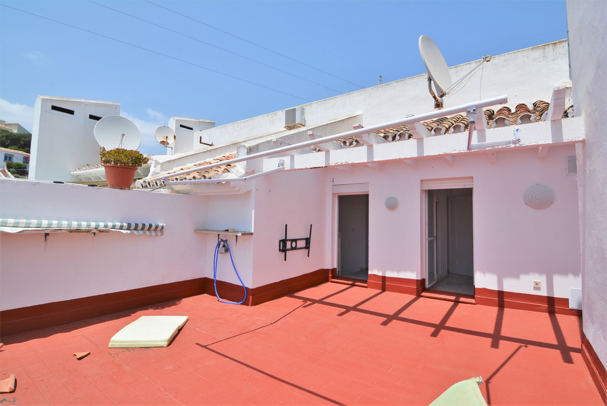 Beautiful duplex penthouse for sale with terrace of 30 meters, with beautiful unobstructed views to Spain