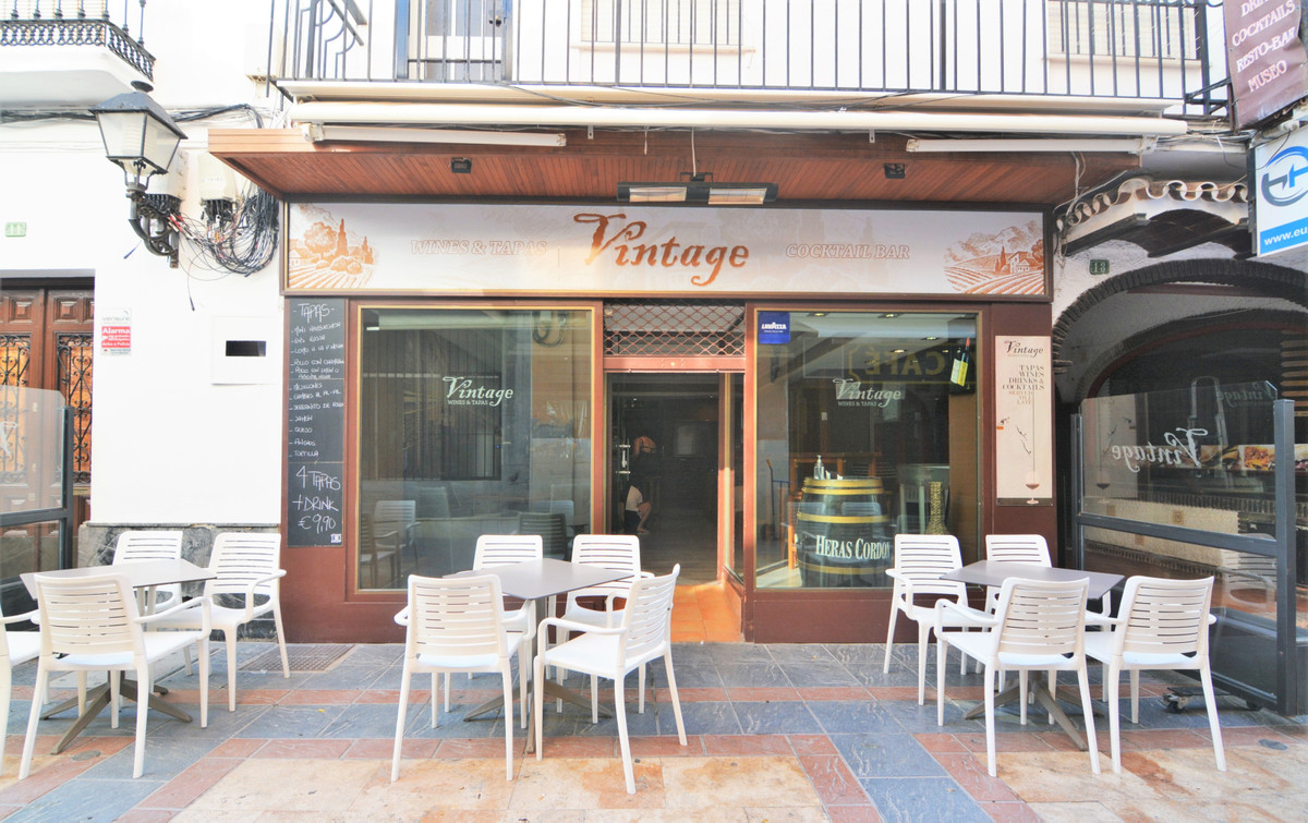 Exclusive, Beautiful working bar, in the unbeatable area of the center of Fuengirola.  Very busy are, Spain
