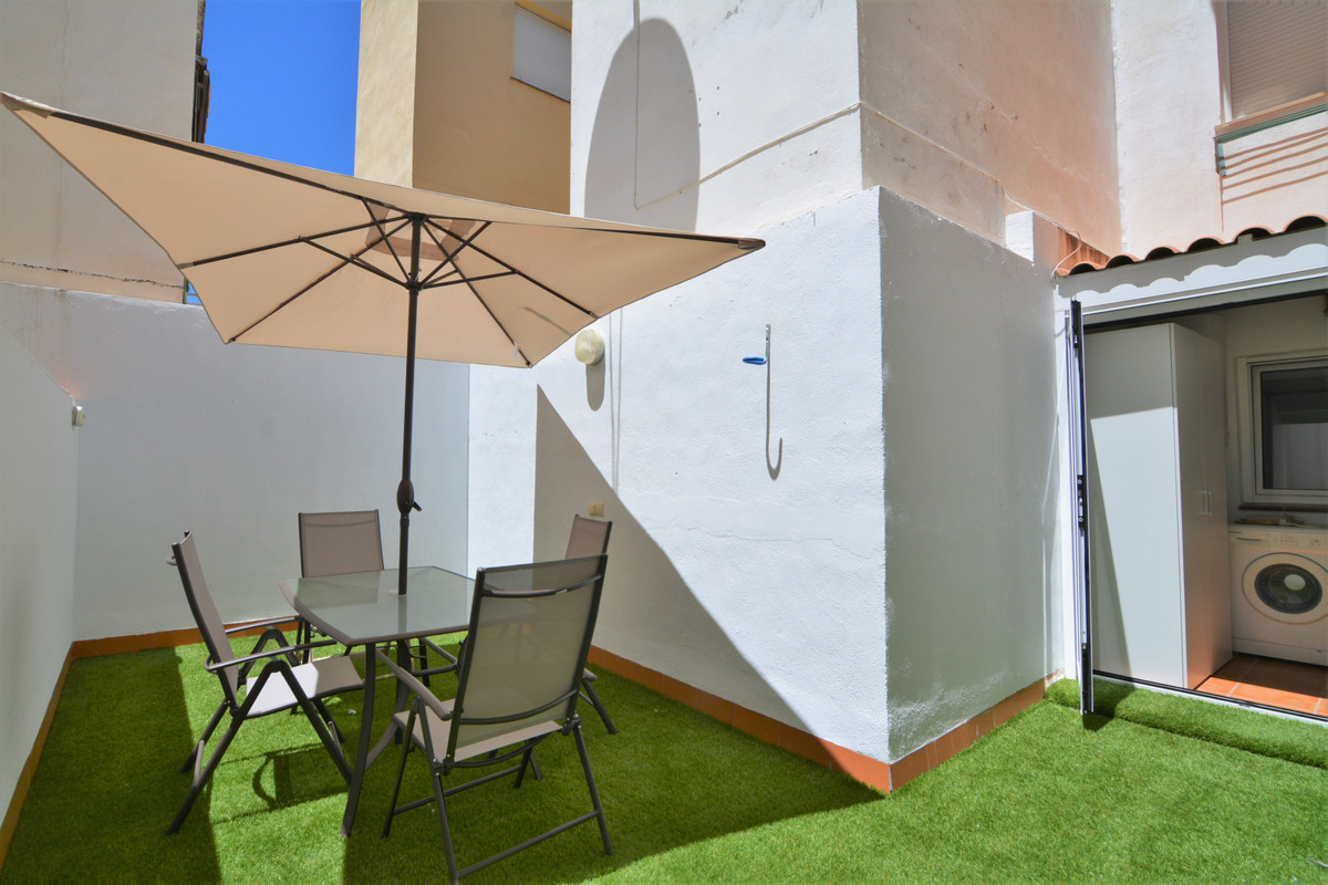 Middle Floor Apartment for sale in Fuengirola R3881044
