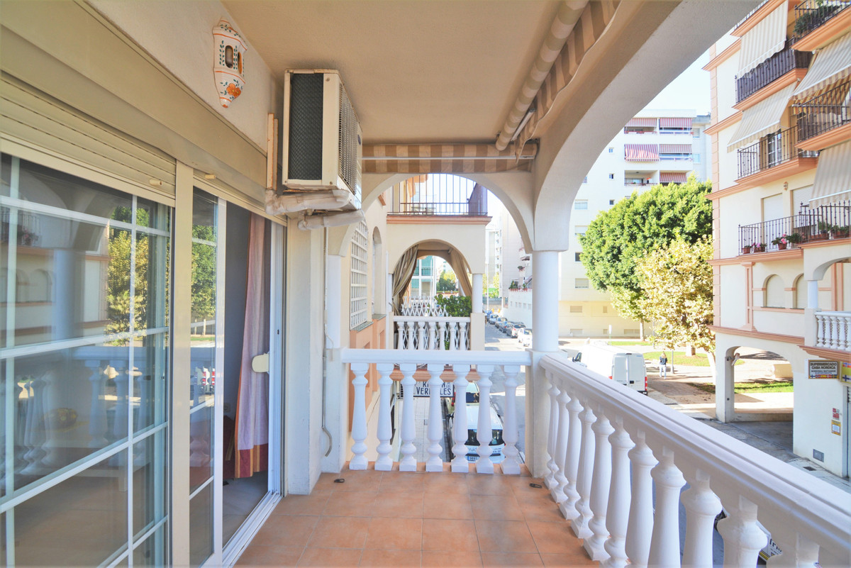 Opportunity, beautiful apartment in the famous Plaza de la Hispanidad.  The apartment consists of a ,Spain