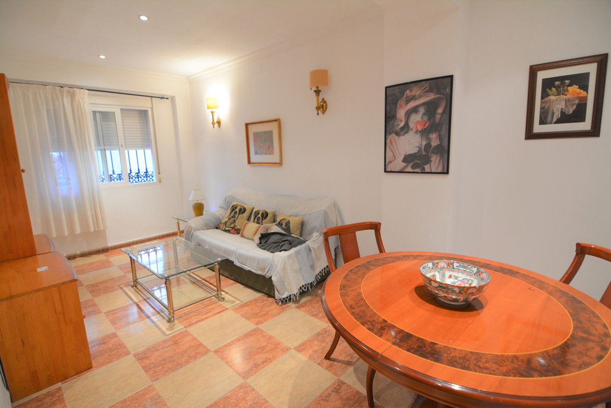 Ground floor apartment in the center of Los Boliches next to the Church of the Virgin,(church square, Spain