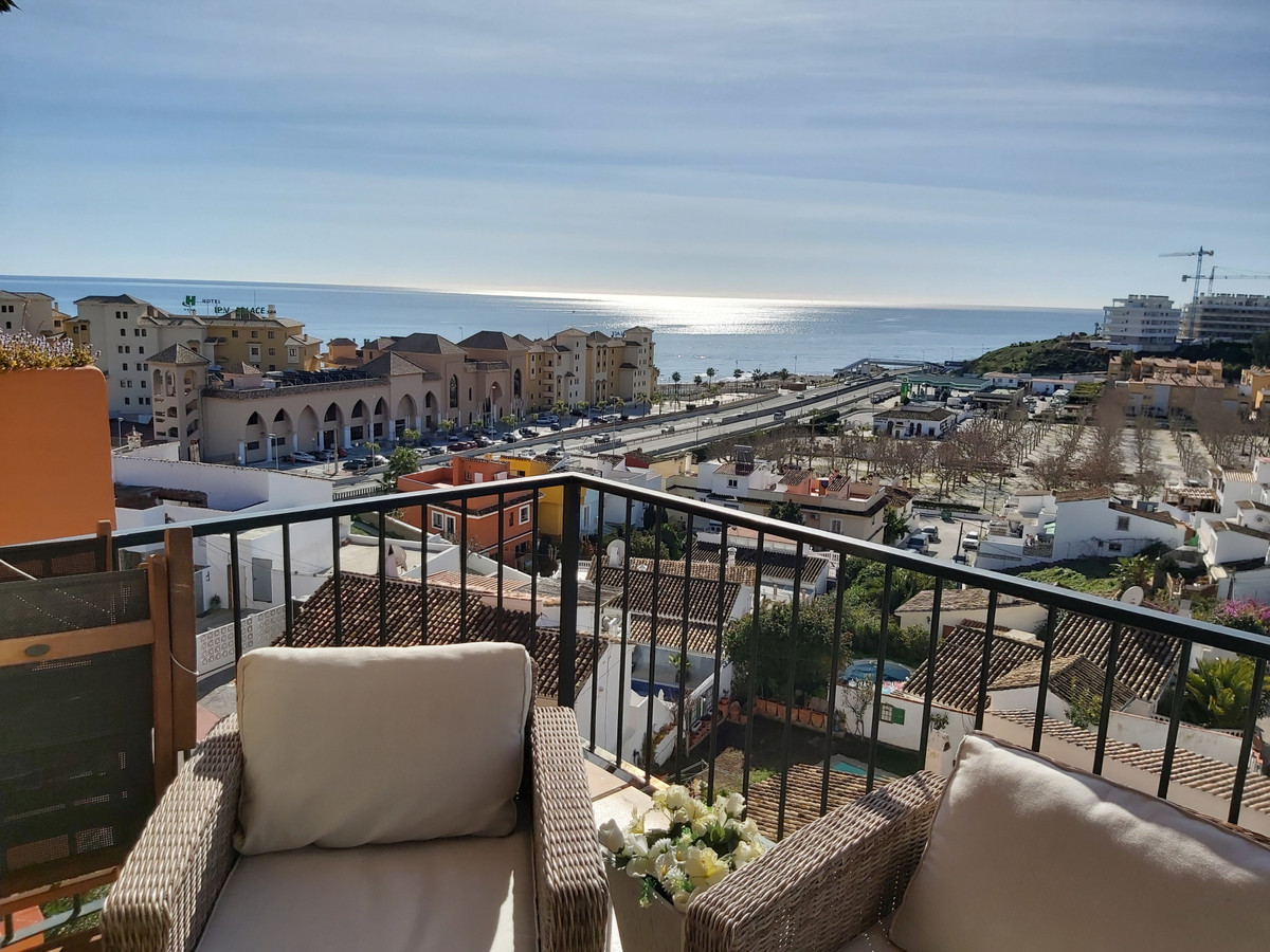 Spectacular apartment furnished and ready to move in and enjoy. Connected to the beach of Castillo S, Spain