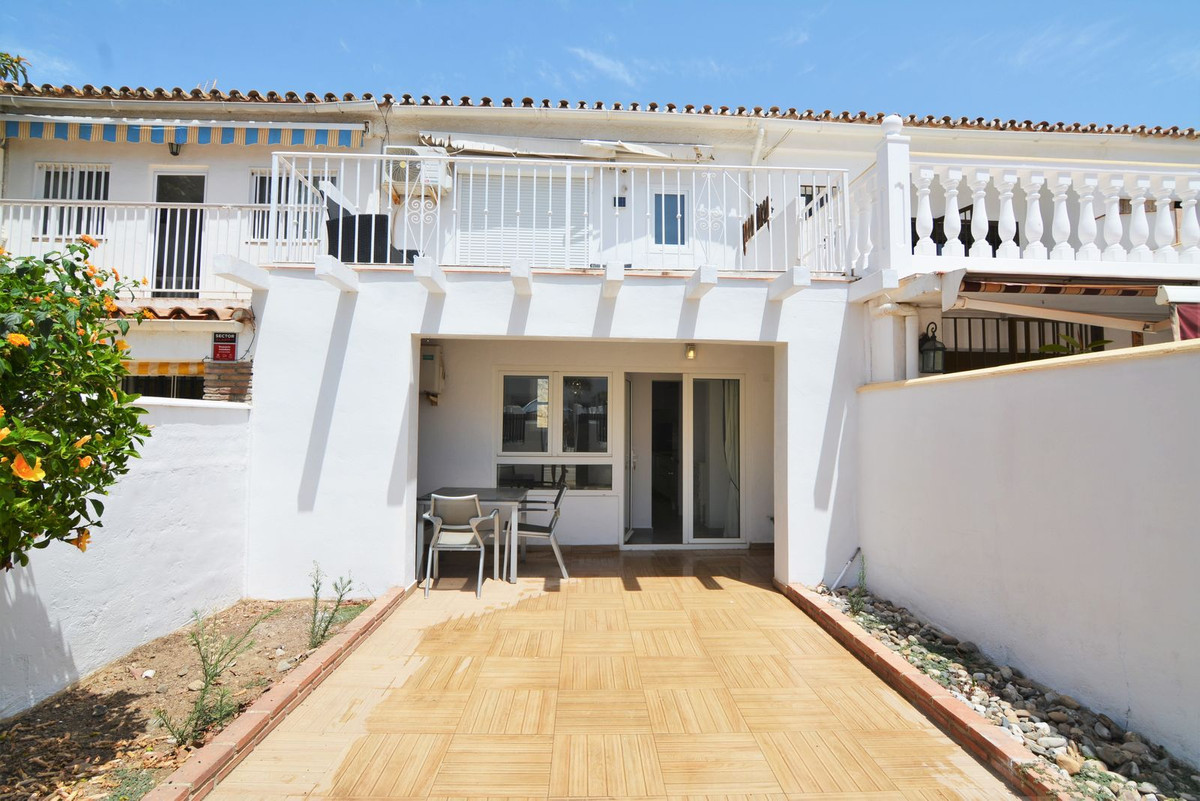 lovely townhouse for sale, has been completely renovated, electricity pipes etc. All of first qualit, Spain