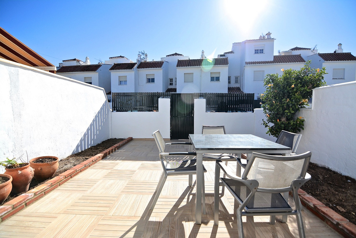 lovely townhouse for sale, has been completely renovated, electricity pipes etc. All of first qualit,Spain