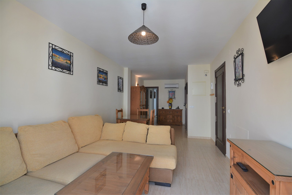 Middle Floor Apartment for sale in Fuengirola R3232108