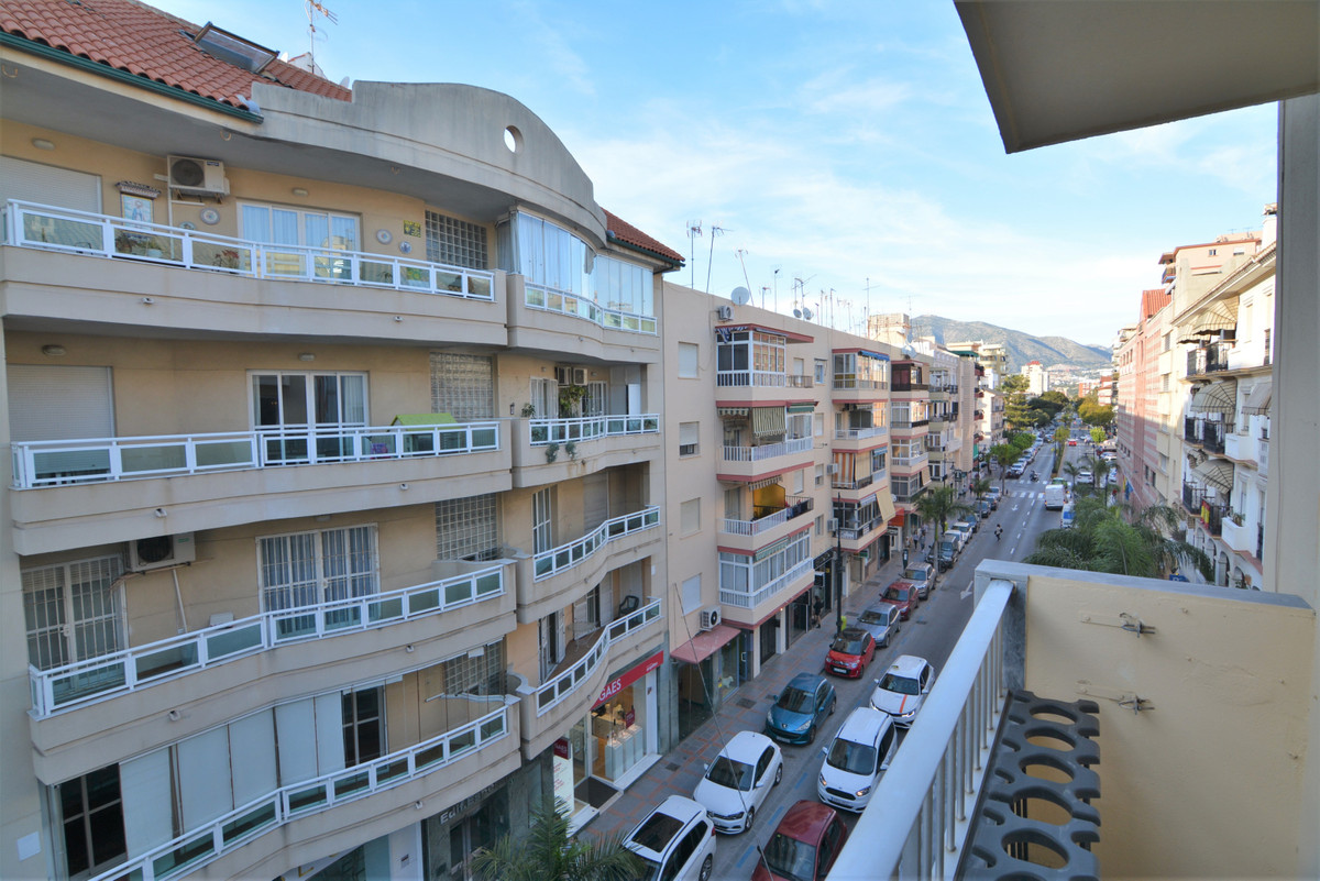 Spacious apartment for sale in the heart of Fuengirola, on the main avenue, close to all kinds of se, Spain