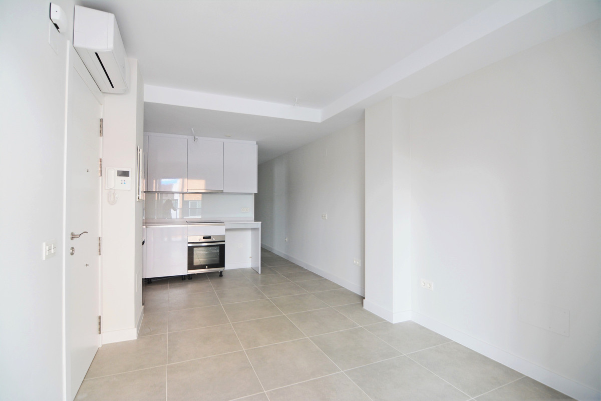 We present you this charming apartment in the heart of Fuengirola, in an unbeatable position less th,Spain