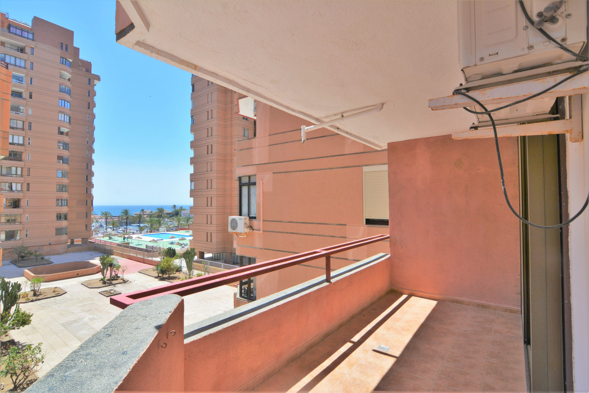 Middle Floor Apartment for sale in Fuengirola R3884749
