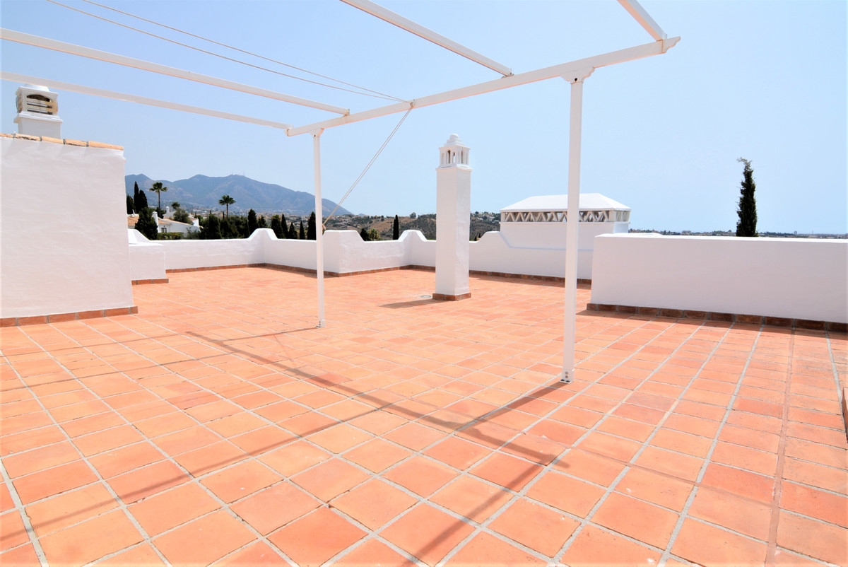 Luxurious penthouse with more than 100 meters of terraces, has magnificent panoramic views. It is lo,Spain