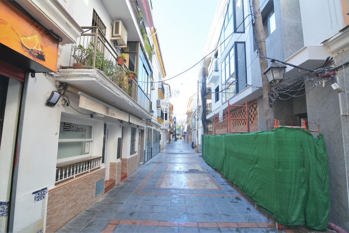 FUENGIROLA CENTRO. Local transfer with license for take-away food. It is a beautiful place, in an un, Spain