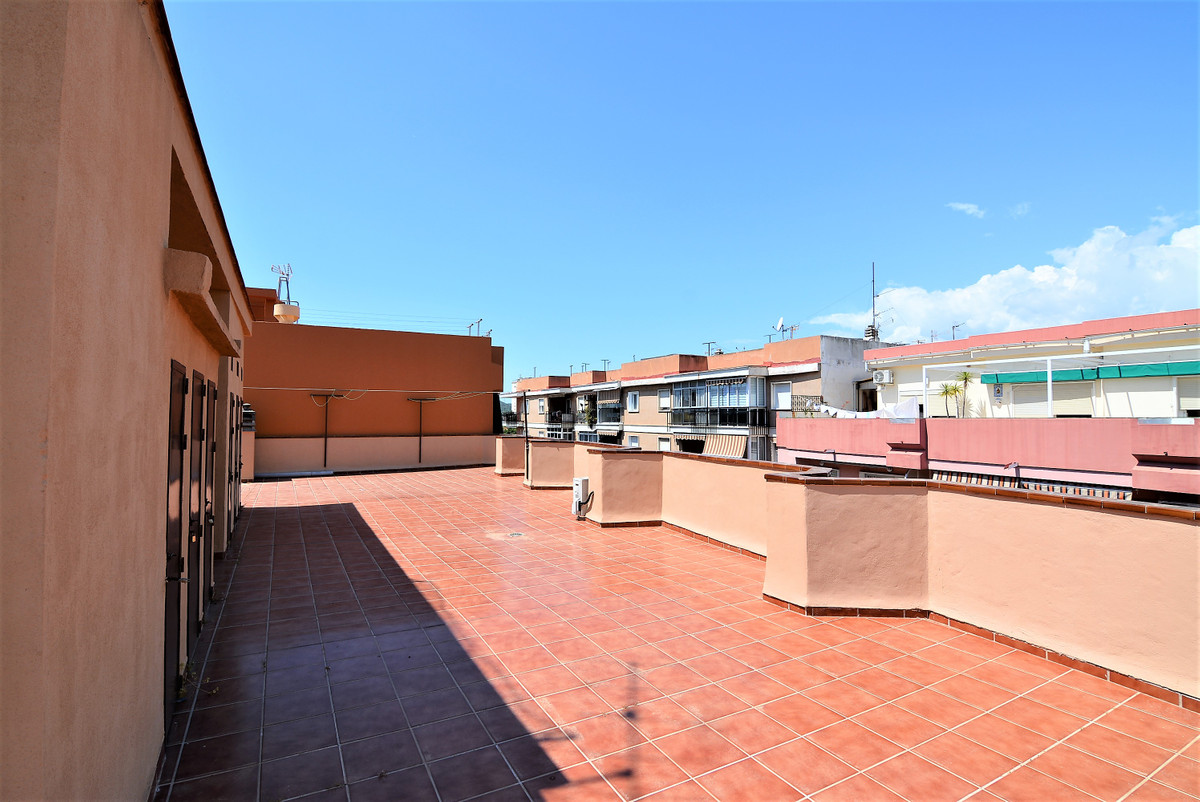 Huge apartment for sale in the center of Fuengirola, with the possibility of dividing it into two in, Spain