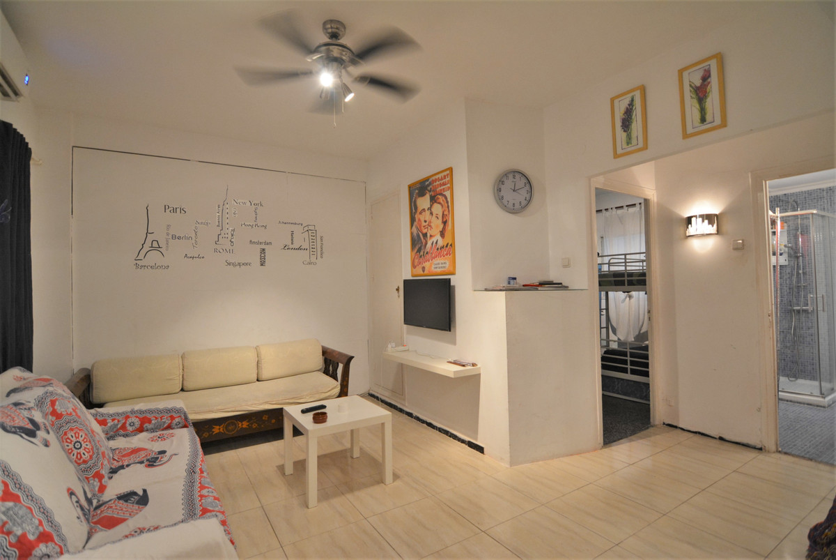 Flat in central FUENGIROLA, unbeatable area. Close to all services and amenities. If you are looking, Spain