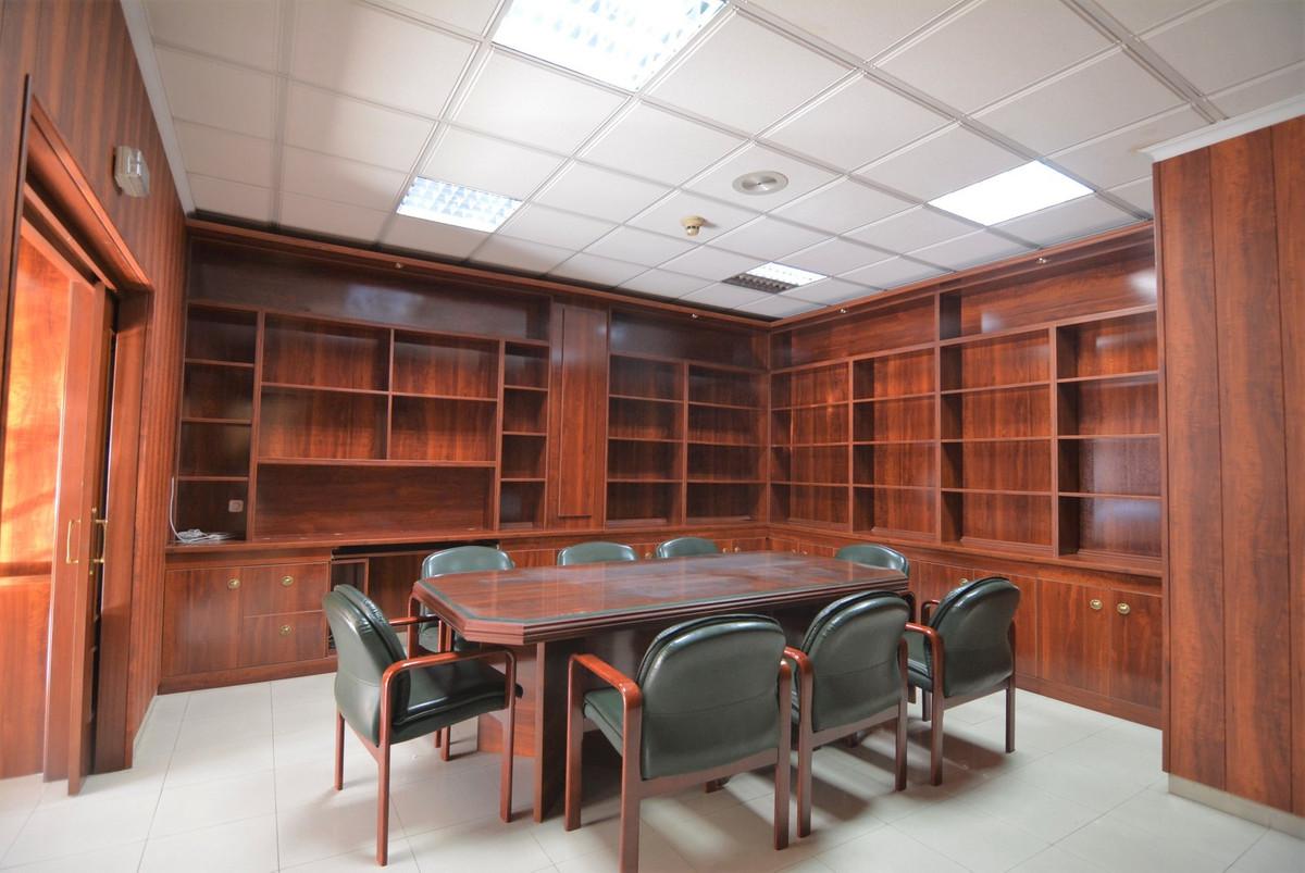 Commerce  Bureau en vente   à Mijas