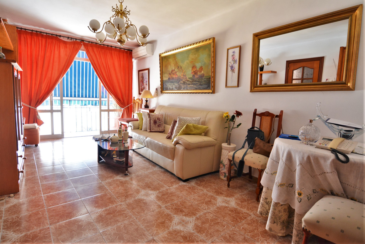 Middle Floor Apartment for sale in Fuengirola R3411577