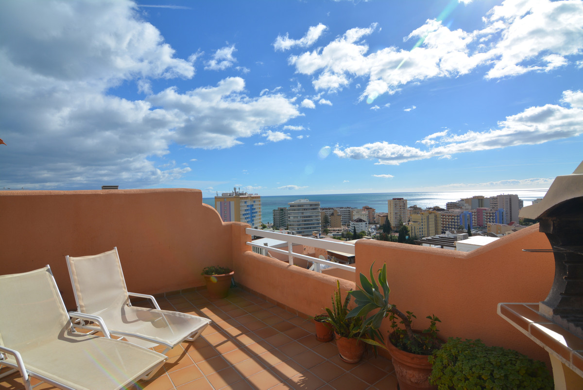 This beautiful semi-detached house (on the corner) of three bedrooms is located only 600 meters from,Spain