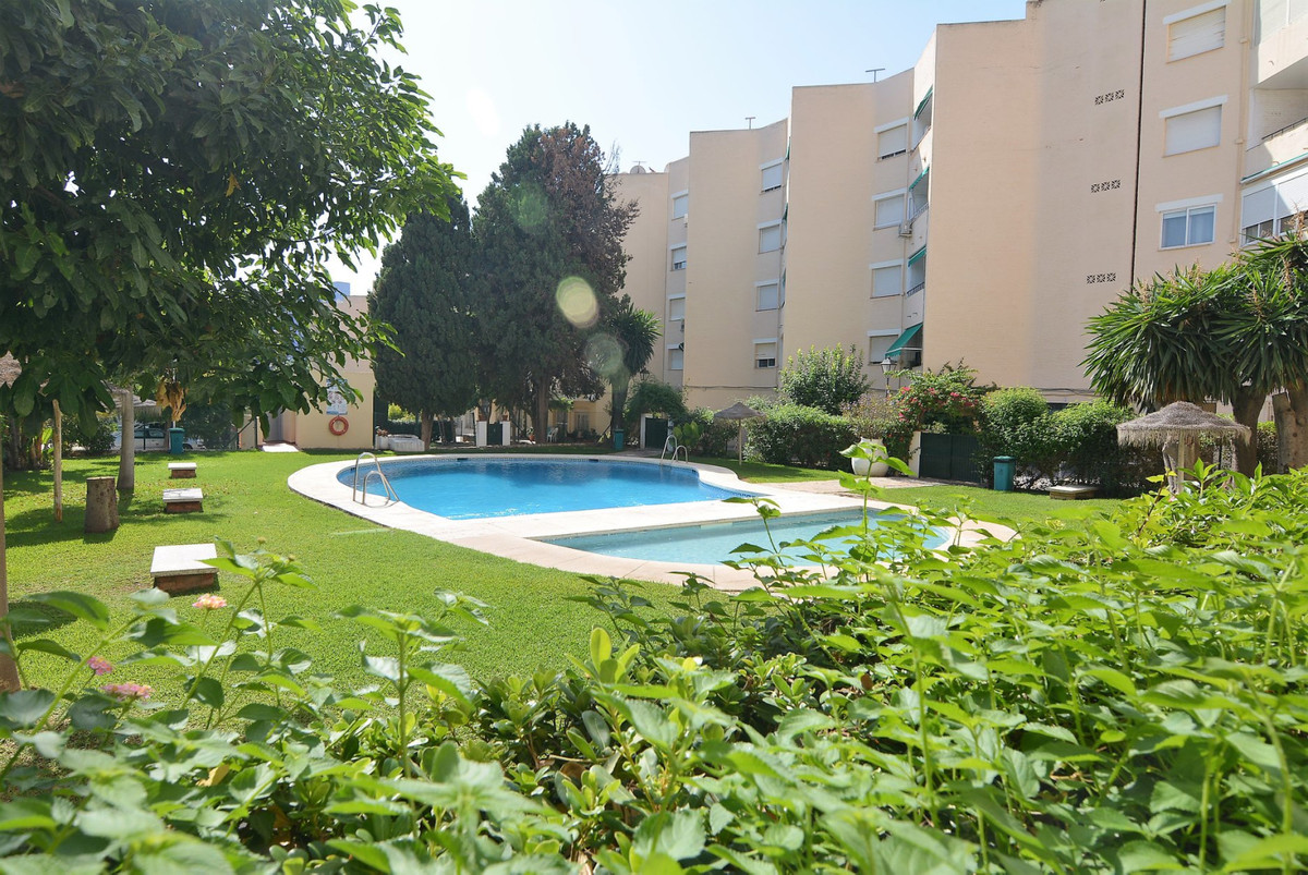 A nice 2 bedrooms apartment in lower Torreblanca 2 mins walk from the trainm station less than 5 min, Spain