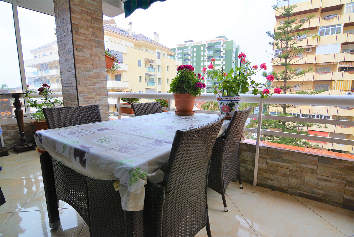This spectacular, twobedroom apartment is located in a quiet neigbourhood close to the centre and on,Spain