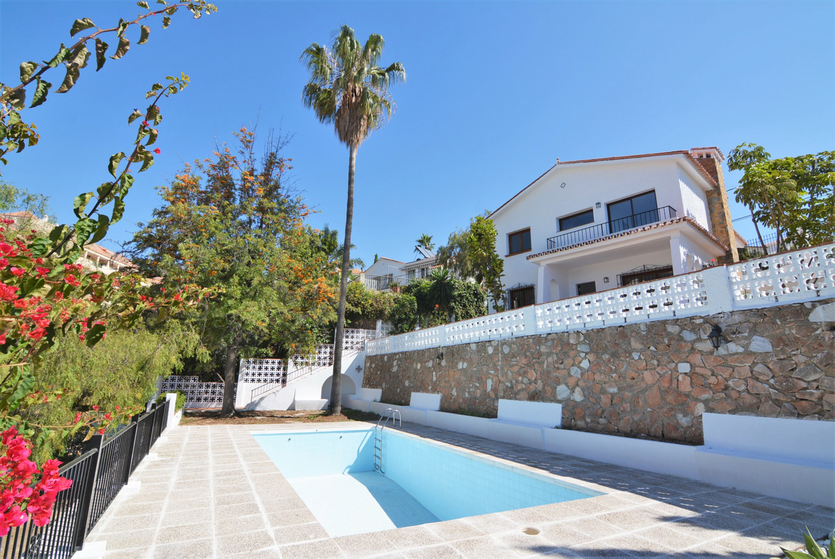 Impressive house facing south-west, with unbeatable panoramic views of the sea and all Fuengirola. y, Spain