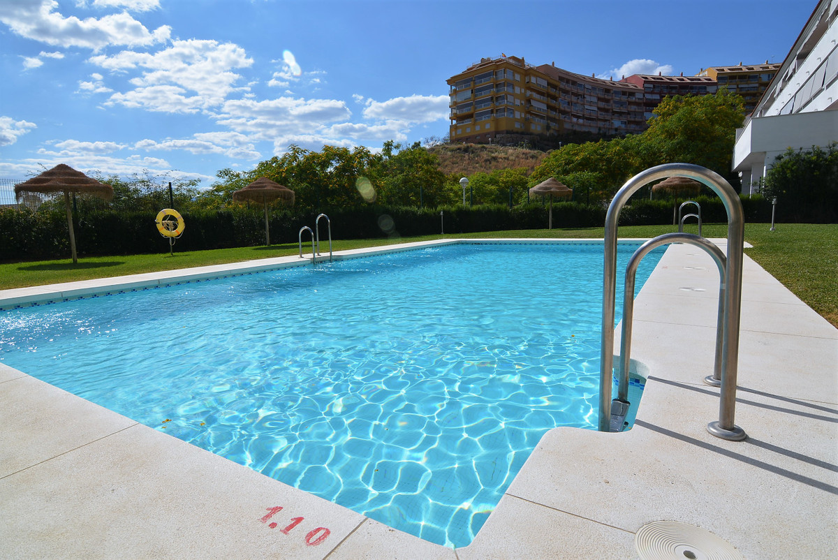 Luxury apartment in Los Pacos,  consists of 3 large bedrooms all with built-in wardrobe, 2 bathrooms,Spain