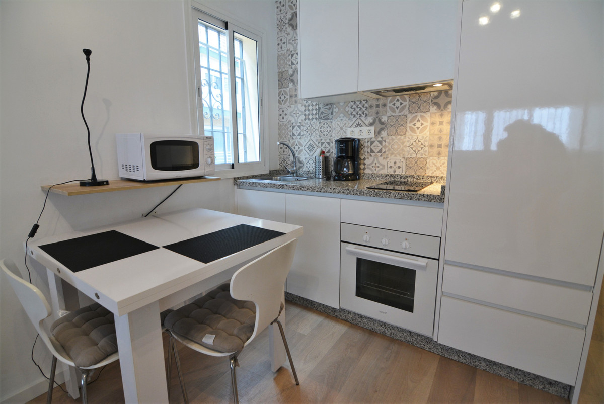 Beautiful studio for sale in the center of Fuengirola, unbeatable area, close to all amenities. A fe,Spain