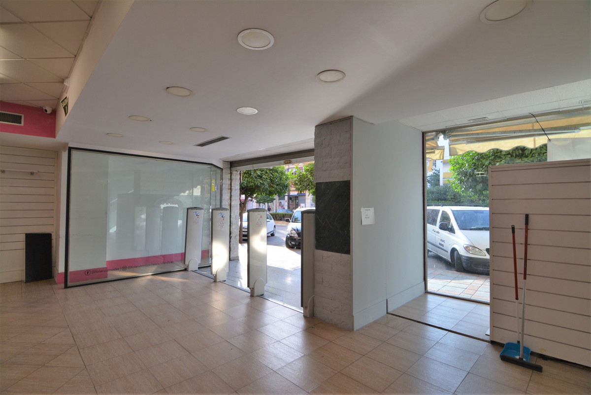 For rent, freehold, in located on the main avenue, it is distributed over a useful area of 500 meter, Spain
