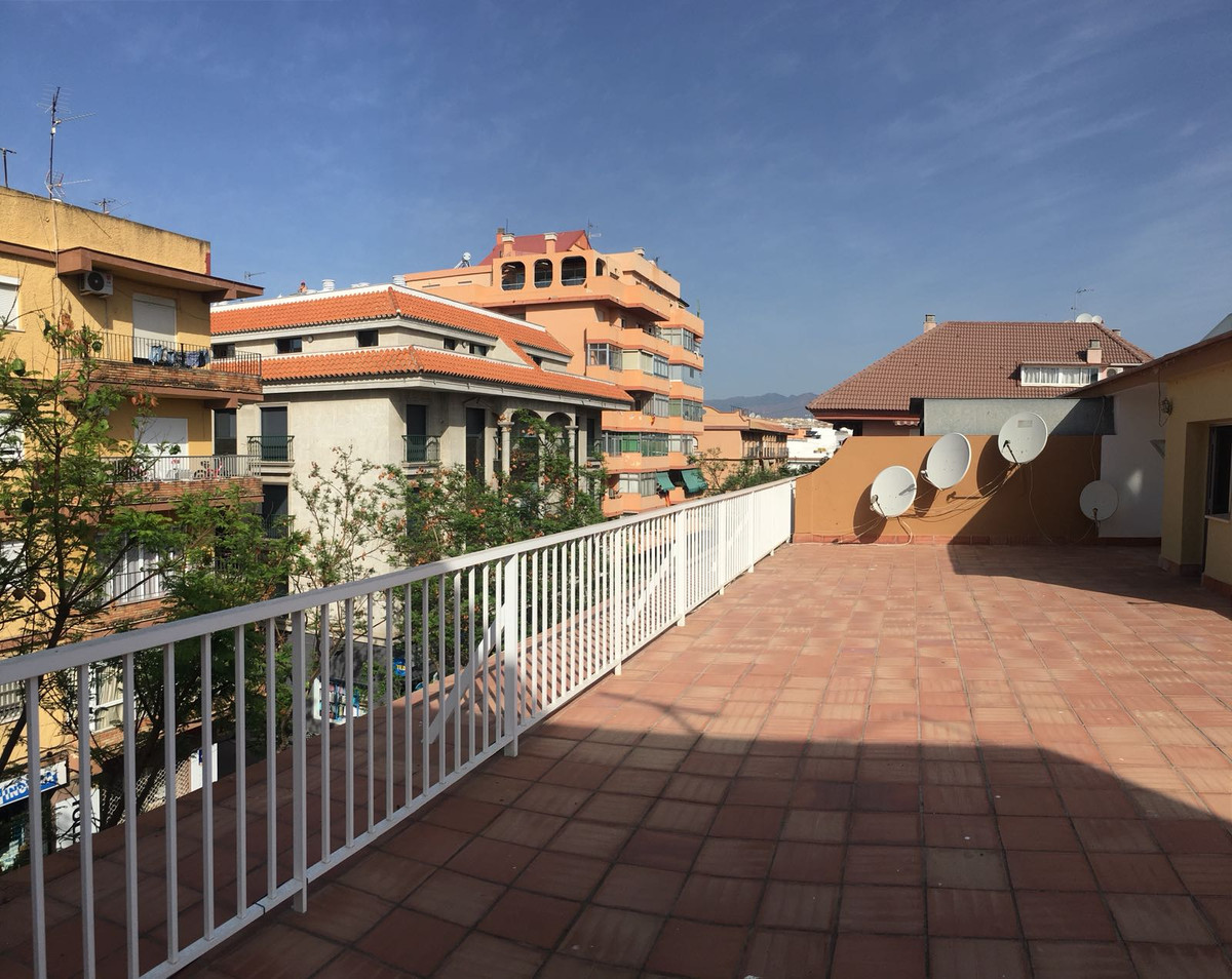 Beautiful apartment for sale in the center of Fuengirola, close to all kinds of amenities. The apart,Spain