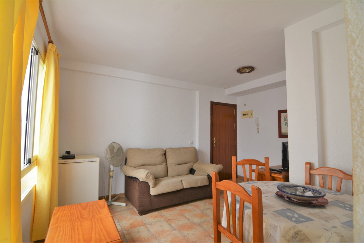 Nice apartment in the center of Fuengirola.  100 meters from Bus and Train Station, Plz Constitution,Spain