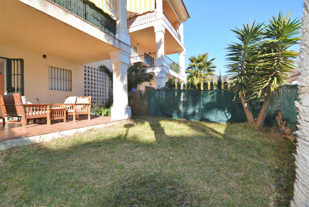 For sale nice 1 bedroom apartment with private garden.  The apartment consists of entrance, kitchen,,Spain