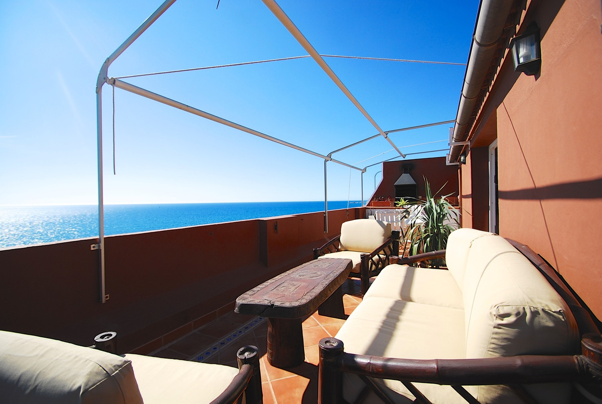 Luxurious penthouse with stunning panoramic views to the sea. The penthouse consists of two large be, Spain