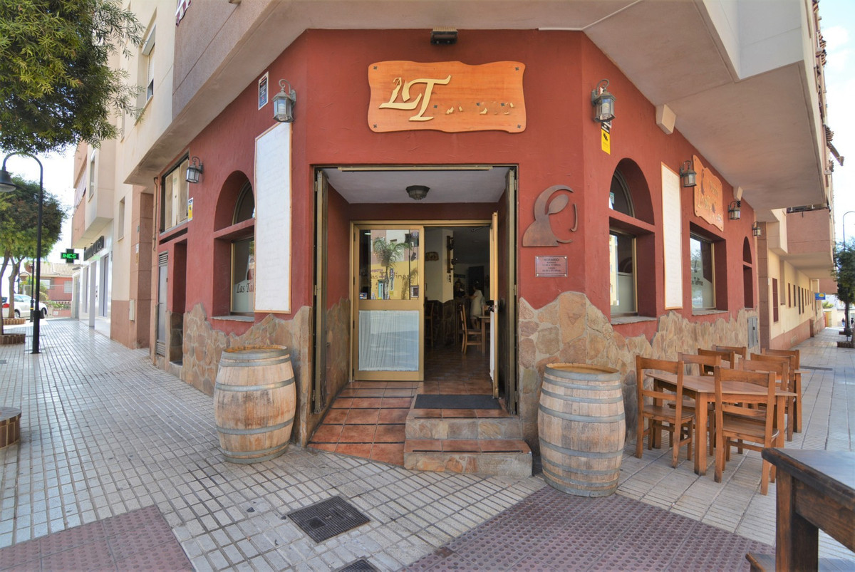 For sale, magnificent restaurants in operation for 15 years. With demonstrable income. Restaurant li, Spain