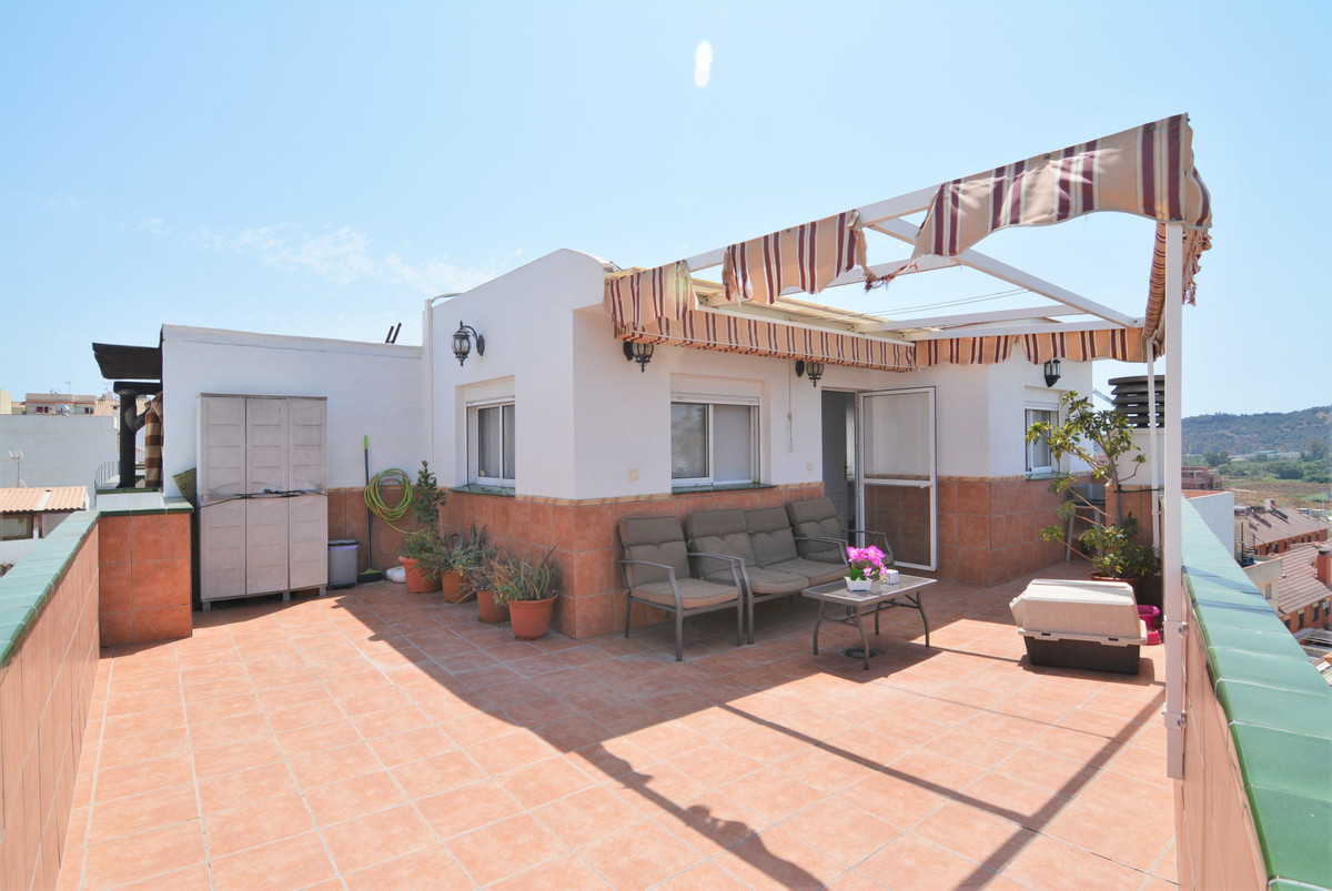 Beautiful penthouse for sale in Las Lagunas, good area, ideal for families, close to all kinds of se, Spain