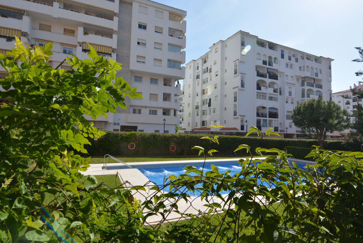 Middle Floor Apartment for sale in Fuengirola R3424474