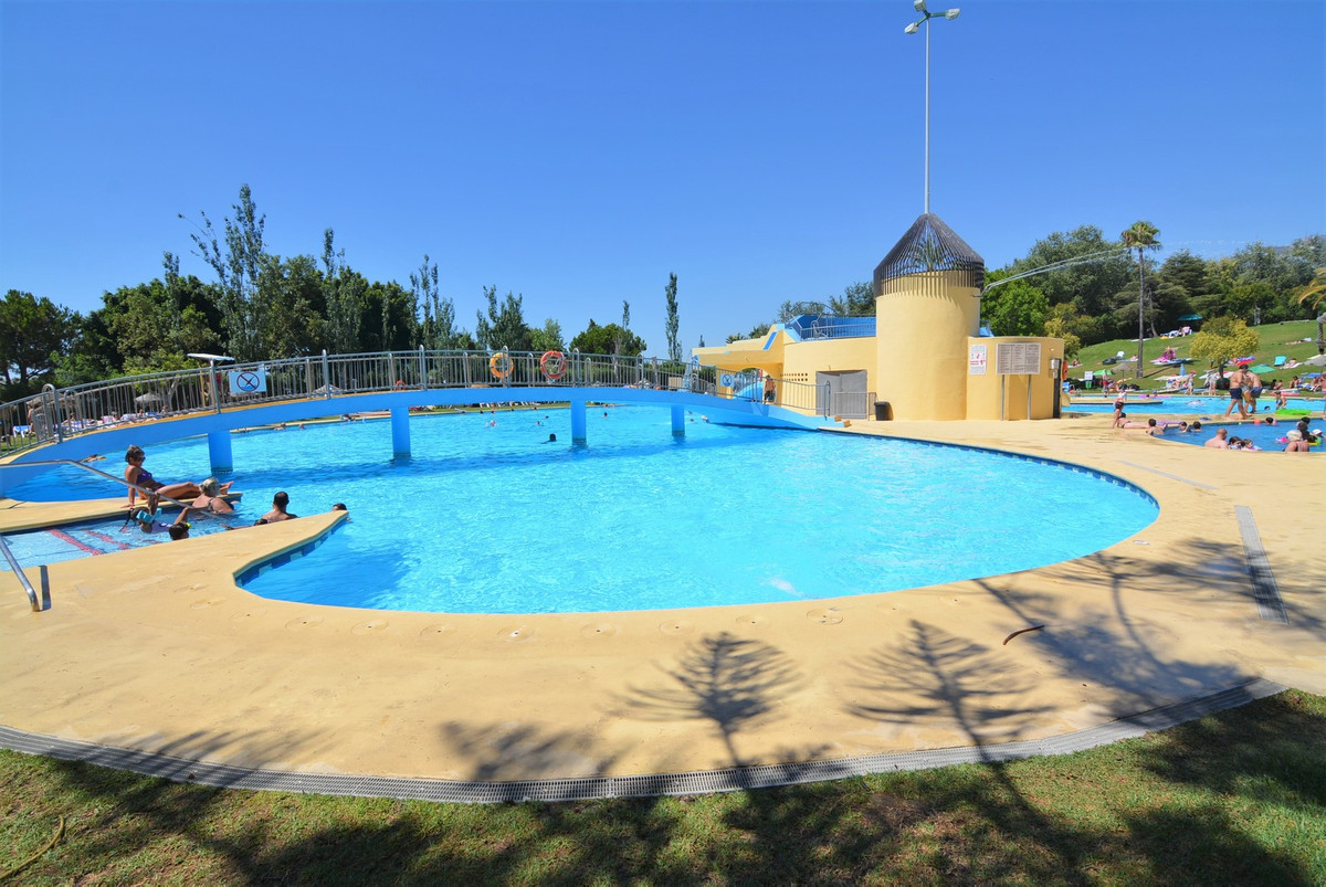 Beautiful studio for sale in Benalmadena.  It has nice common areas, large gardens, children's a, Spain