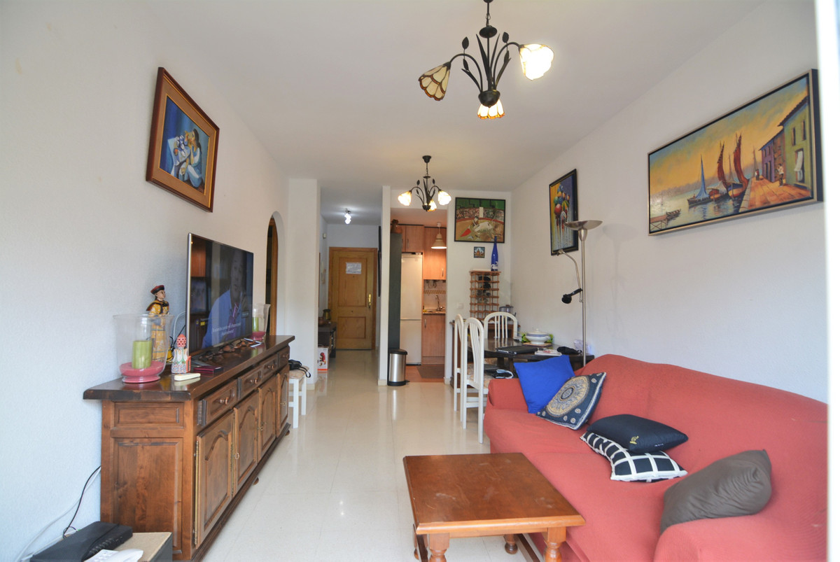 Apartment for sale in los Pacos. The apartment consists of entrance, full kitchen, living room, terr, Spain