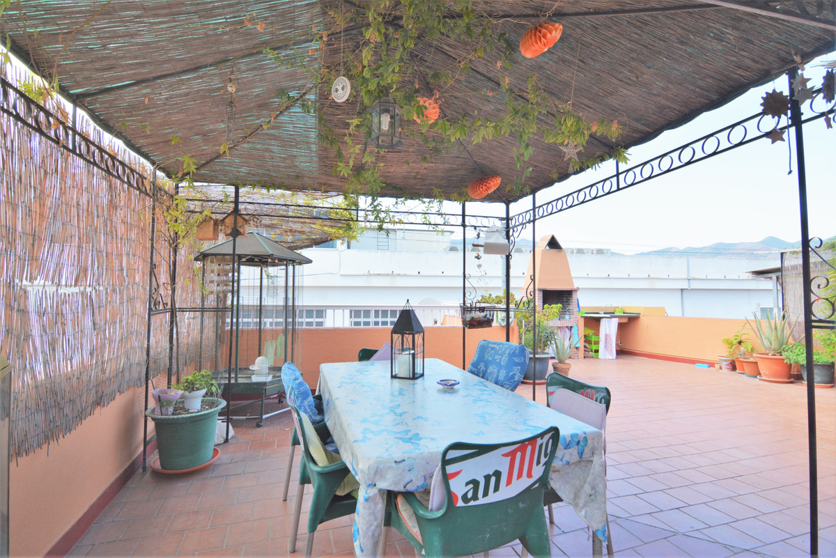 Middle Floor Apartment for sale in Fuengirola R3507148