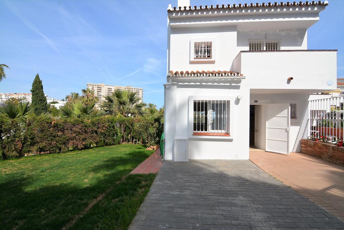 A stunning and bright 3 bedrooms and 3 bathrooms in Torrequebrada, close to the Casino,  wonderful a, Spain